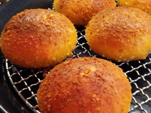 パン・オブ・ザ・イヤー金賞の焼きカレーパン